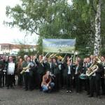 Der Musikverein mit Weinkönigin vor dem Umzug