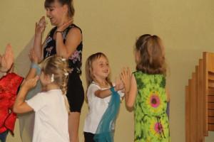 Die Gruppe der Musikalischen Früherziehung mit ihrem Tanz beim Vorspielnachmittag 2015